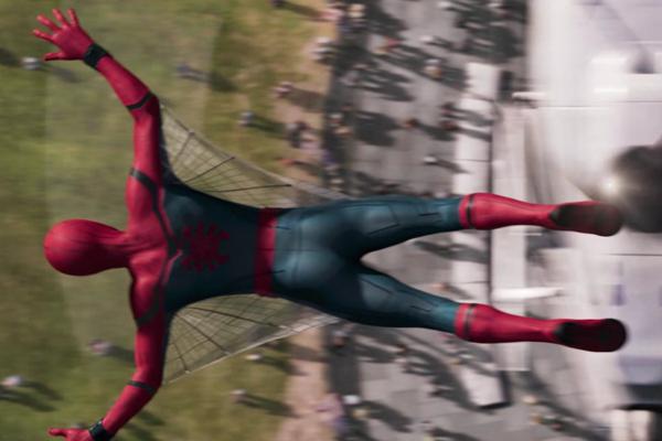 Lần đầu tiên Spider-man có lưới dạng cánh trên màn ảnh.