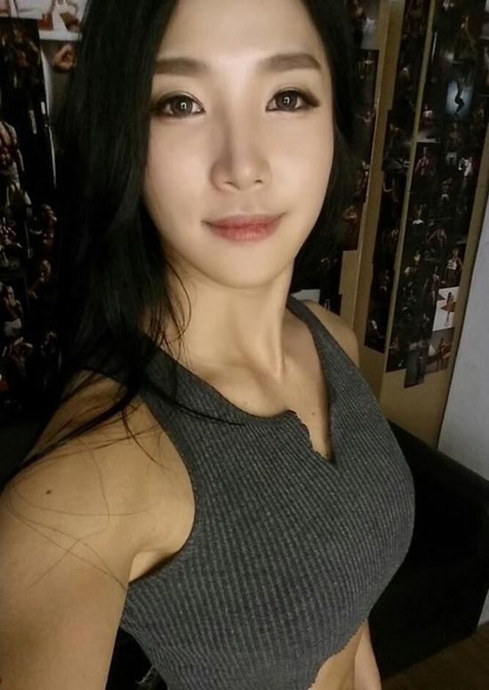 4-co-gai-khong-thuoc-showbiz-han-van-khien-may-rau-ngn-ngo-4
