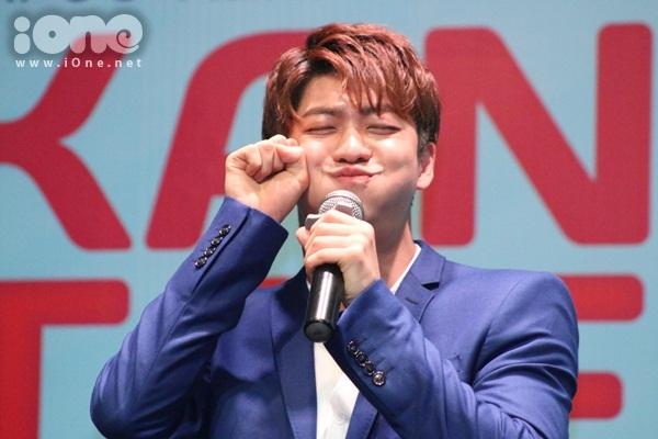 kang-tae-oh-lam-1001-bieu-cam-kute-tao-dang-sexy-2