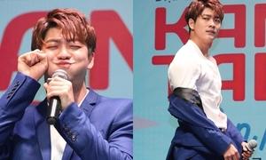 Kang Tae Oh làm 1001 biểu cảm kute, tạo dáng sexy trước mặt fan