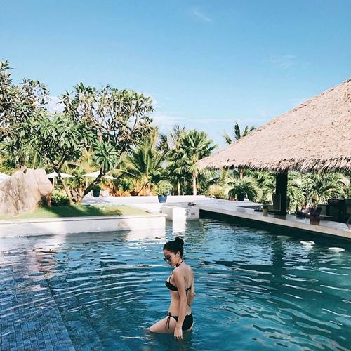 sao-viet-thoi-bay-nang-nong-bang-bikini-dot-mat-3