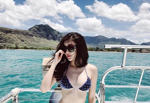 sao-viet-thoi-bay-nang-nong-bang-bikini-dot-mat-9
