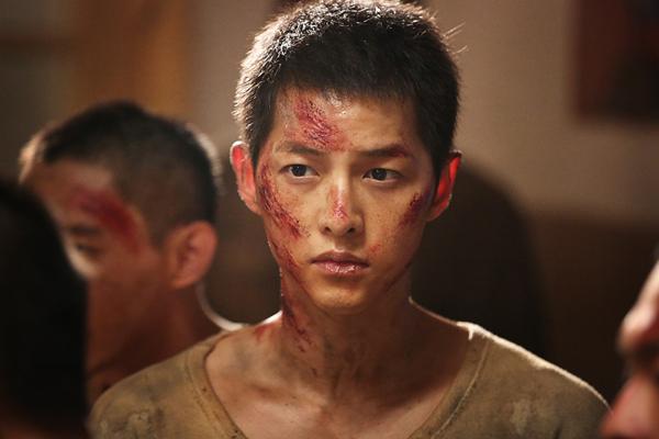 Song Joong Ki trong Đảo địa ngục.