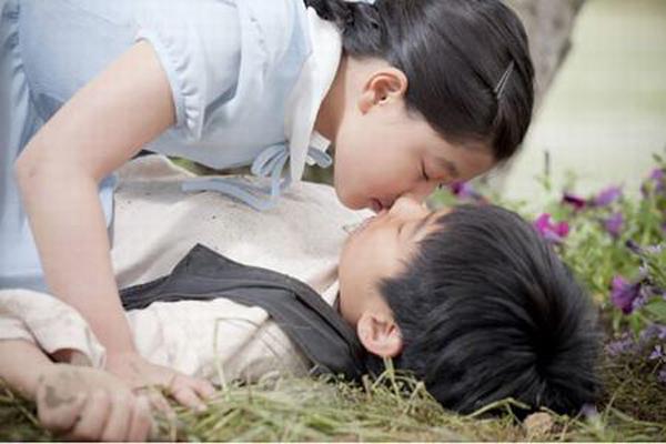 sao-nhi-han-dong-canh-hon-moi-phim-18-khi-chua-du-tuoi-1