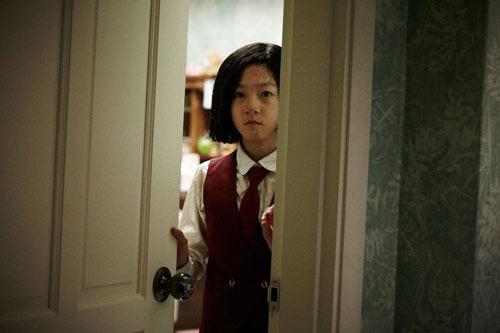 sao-nhi-han-dong-canh-hon-moi-phim-18-khi-chua-du-tuoi-7