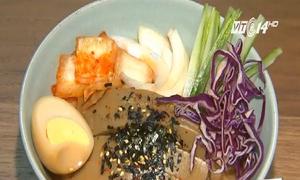 Mỳ ăn liền biến tấu lạ miệng 'làm mưa làm gió' trong giới trẻ Hàn Quốc