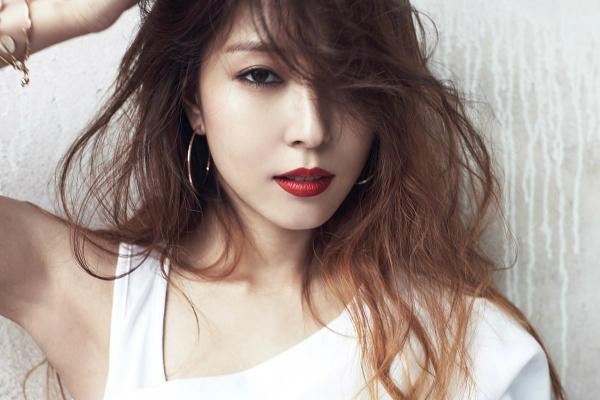 6-idol-kpop-cang-noi-tieng-cang-cam-thay-co-don-5