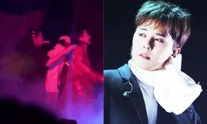Đang hát, G-Dragon bị fan nữ nhảy lên sân khấu ôm chặt không buông