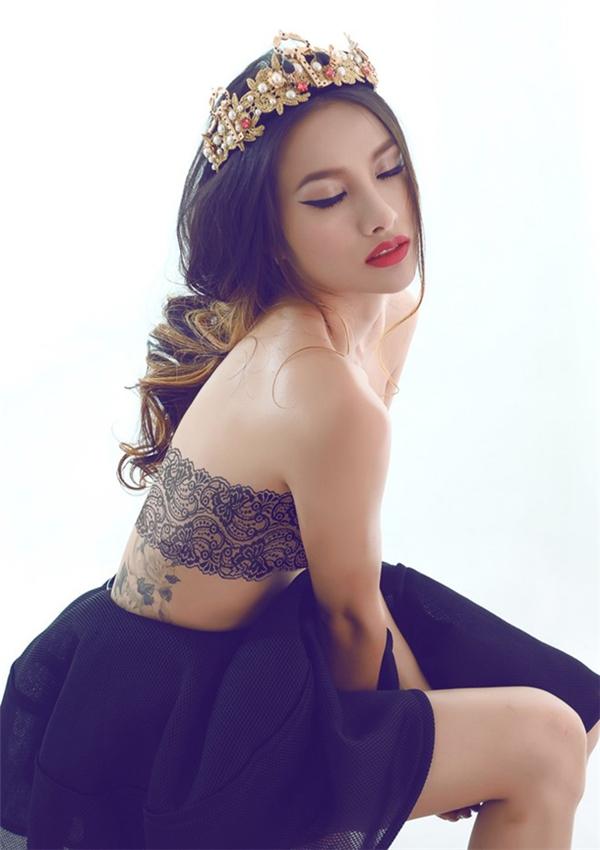 yaya-truong-nhi-nhieu-lan-bi-bat-gap-than-mat-voi-dao-dien-kong-page-2-4