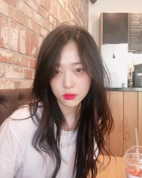 sao-han-12-6-yoon-ah-lo-vai-tran-trang-ngan-hyo-min-khoe-s-line-5