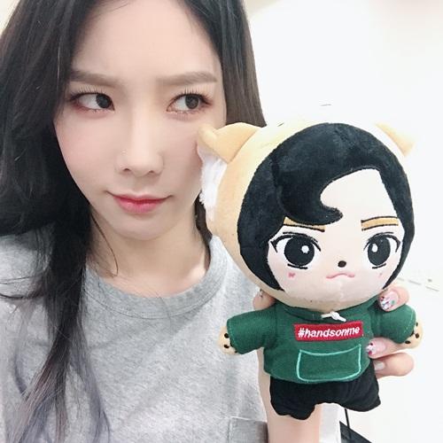 sao-han-12-6-yoon-ah-lo-vai-tran-trang-ngan-hyo-min-khoe-s-line-4