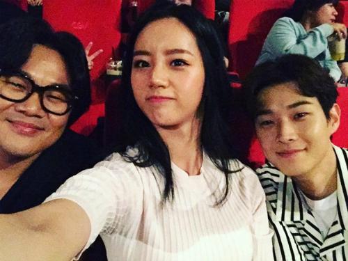 sao-han-13-6-dara-khoe-chan-thon-nuot-kim-ji-won-ngu-gat-sieu-cute-4