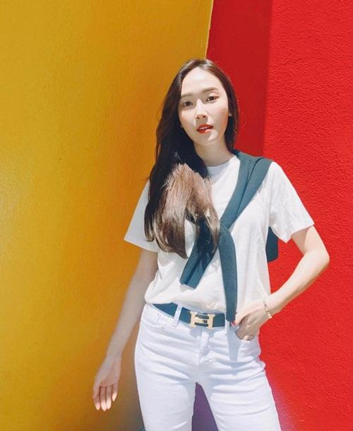 sao-han-13-6-dara-khoe-chan-thon-nuot-kim-ji-won-ngu-gat-sieu-cute-2-1