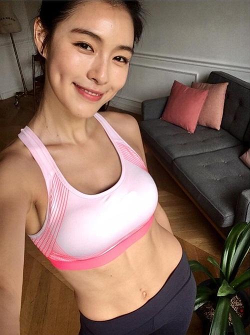 sao-han-13-6-dara-khoe-chan-thon-nuot-kim-ji-won-ngu-gat-sieu-cute-2-3