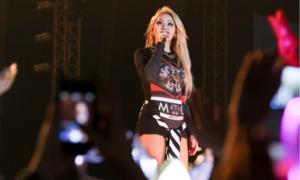 Nhạc tắt bất ngờ khi đang hát: idol Kpop kẻ cực cool, người lúng túng