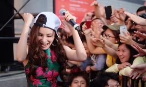 Hồ Quỳnh Hương tháo giày nhảy 'bung nóc' với fan tại Nhật