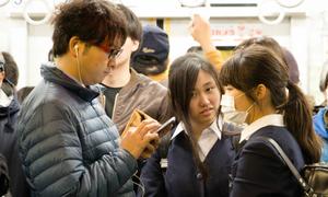 Sàm sỡ nữ sinh cấp 2 vì bắt chước truyện manga