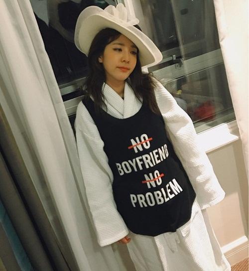 sao-han-14-6-suzy-trang-diem-nhe-nhu-khong-somi-khoe-eo-thon-hut-mat-5