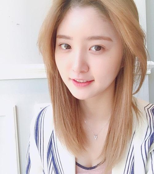 sao-han-14-6-suzy-trang-diem-nhe-nhu-khong-somi-khoe-eo-thon-hut-mat-7