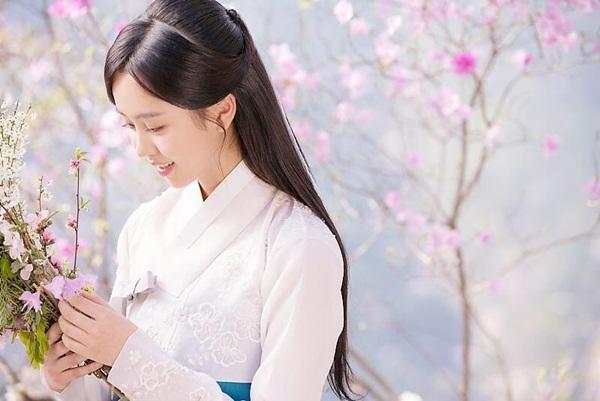 sao-han-14-6-suzy-trang-diem-nhe-nhu-khong-somi-khoe-eo-thon-hut-mat-2