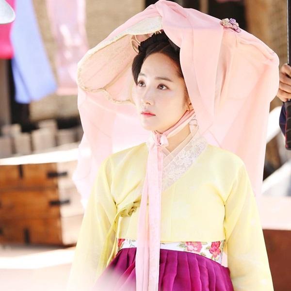 sao-han-14-6-suzy-trang-diem-nhe-nhu-khong-somi-khoe-eo-thon-hut-mat-3