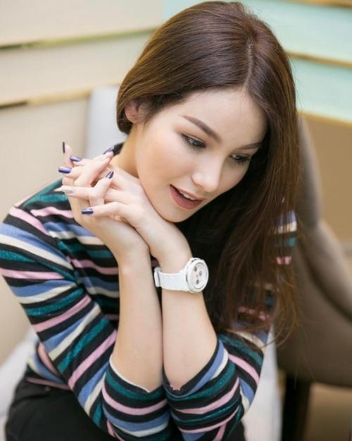 ve-dep-cua-julie-khien-bao-chang-trai-do-guc-12