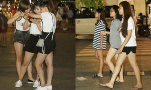Teen girl Sài thành khoe chân thon dạo phố đêm