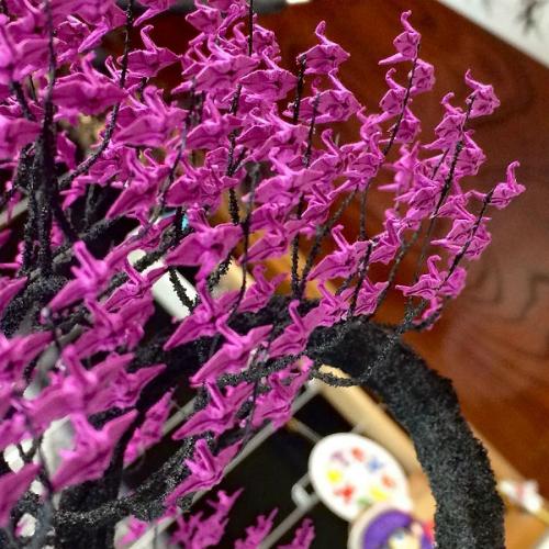 cay-bonsai-duoc-xep-tu-hang-nghin-con-hac-giay-1