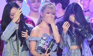 T-ara khóc không ngừng khi lần đầu giành cúp sau 5 năm