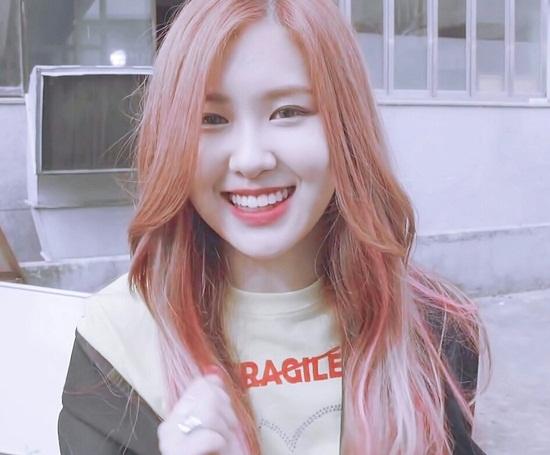 black-pink-4-co-nang-cu-cuoi-la-mat-het-ve-sang-chanh-2-8