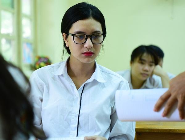 Thí sinh trong phòng thi môn Văn tại điểm thi trường THPT Việt Đức, Hà Nội.