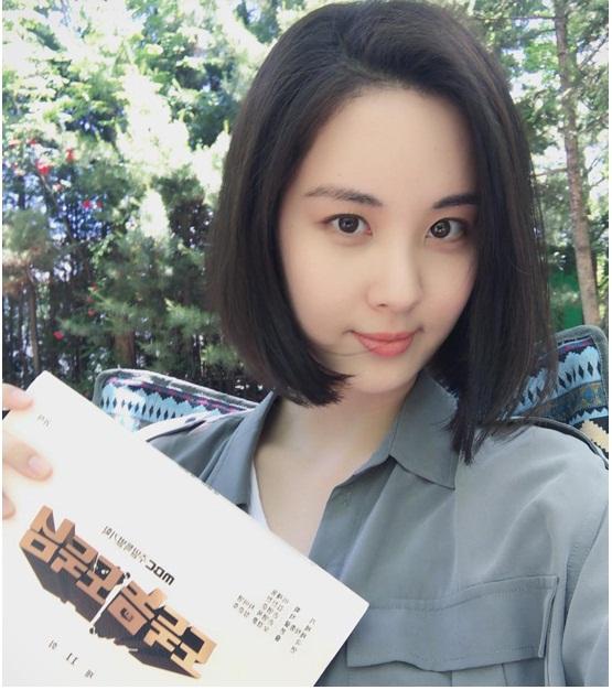 my-nhan-han-xuong-toc-nguoi-duoc-khen-tre-ke-bi-che