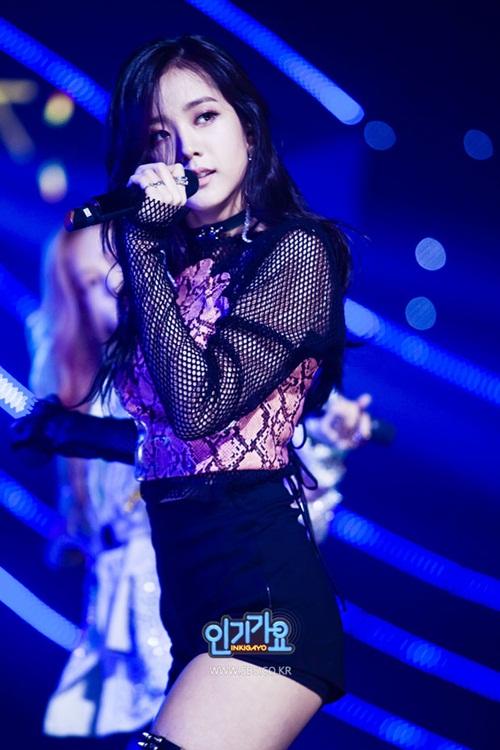 black-pink-4-co-nang-cu-cuoi-la-mat-het-ve-sang-chanh-9