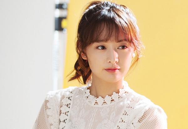 4-buoc-lam-dep-cho-nhan-sac-tan-chay-cua-kim-ji-won-3