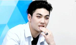 'Ông bố sexy' Baek Ho bị tố quấy rối tình dục, fan tìm ra điểm bất thường