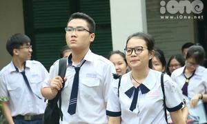 Đồng phục đẹp, dễ thương của các sĩ tử giữa trường thi