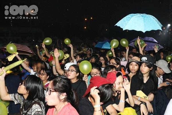 rung-fan-viet-uot-nhu-chuot-xem-jessica-jung-bieu-dien-1
