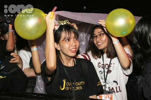 rung-fan-viet-uot-nhu-chuot-xem-jessica-jung-bieu-dien-3