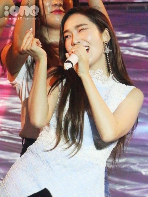 jessica-jung-cam-mic-1-3-ty-hat-nhay-sexy-duoi-mua-cung-fan-viet-5