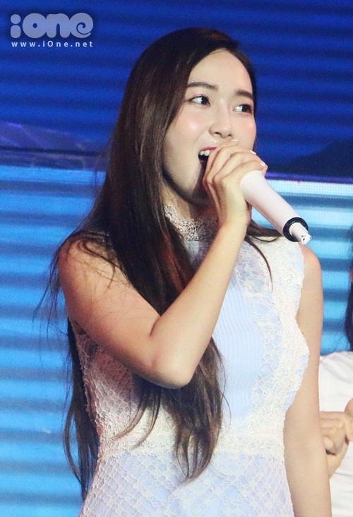 jessica-jung-cam-mic-1-3-ty-hat-nhay-sexy-duoi-mua-cung-fan-viet-8