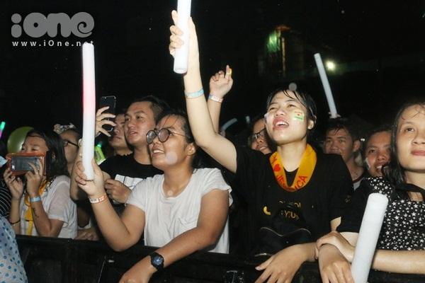 rung-fan-viet-uot-nhu-chuot-xem-jessica-jung-bieu-dien-7