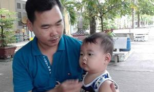 Nữ sinh cõng bạn bại liệt, chồng bế con 9 tháng ủng hộ vợ gây xúc động kỳ thi THPT Quốc gia 2017