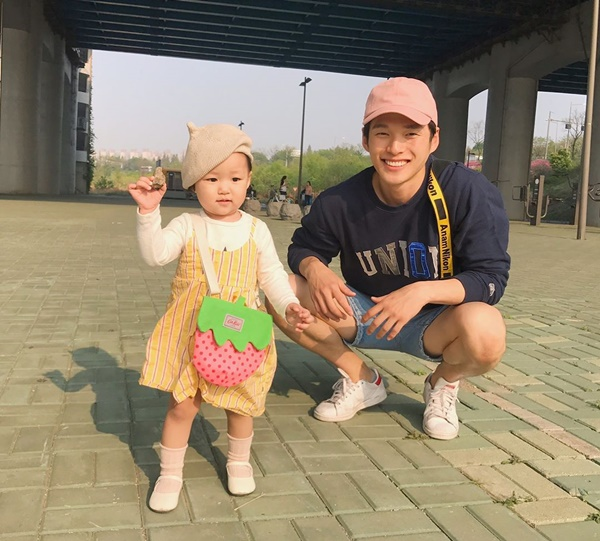 ong-bo-cao-to-dep-trai-nhu-idol-han-gay-sot-instagram