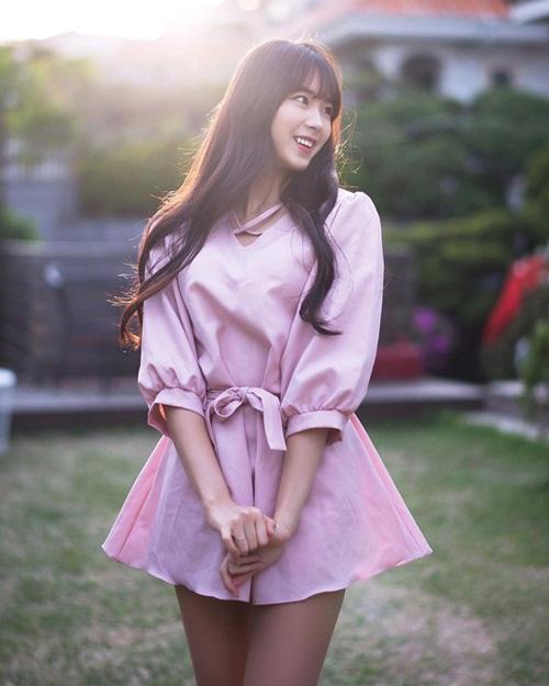 doi-truong-doi-co-vu-xu-han-chan-dai-dang-dep-khong-kem-seol-hyun-9