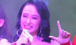 Angela Phương Trinh chỉ cầm mic... cười trừ khi hát nhạc phim Glee Việt