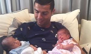 Ronaldo khoe cặp sinh đôi một trai một gái, dân mạng tặng triệu like
