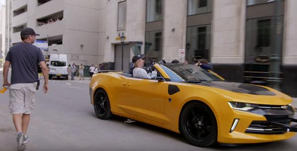 Đạo diễn Michael Bay ngồi cùng chiếc xe với Mark dưới tốc độ 72,5km/ giờ để có được cảnh quay độc nhất vô nhị.