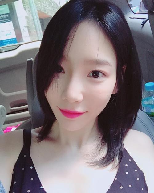 sao-han-2-7-yoon-ah-duoc-trai-dep-om-tae-yeon-gian-di-van-xinh
