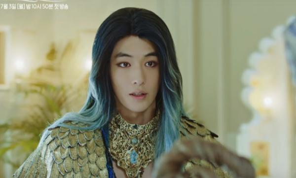 thuy-than-nam-joo-hyuk-bi-nhan-xet-giong-nu-hoang-ai-cap-1