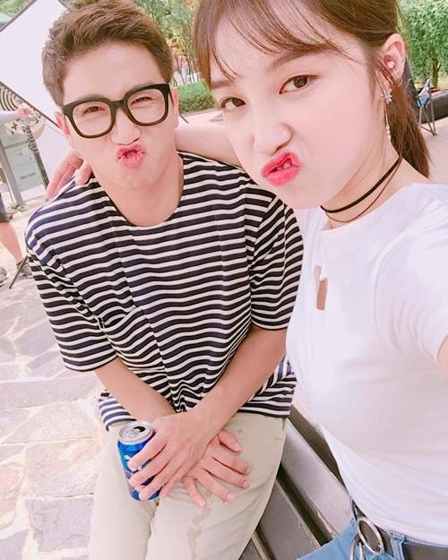 sao-han-3-7-hyo-min-khoe-chan-dai-gap-doi-nguoi-sulli-dep-lanh-lung-3